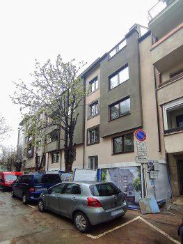 Бутикова сграда пред АКТ 16 в Лозенец